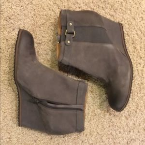 Abound 13M gray faux suede booties